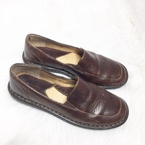 Born size 7M/W Brown Mayflower Slip On loafers